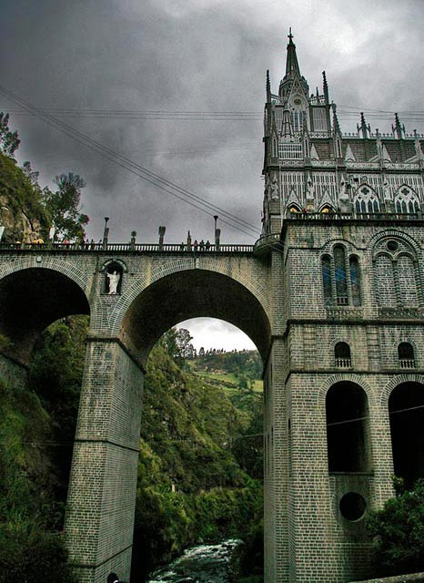 Las Lajas Cathedral, closer view